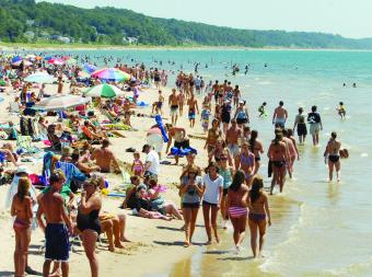 BEACH FUN PHOTO 1 GH_BEACH_CROWD_07-2011